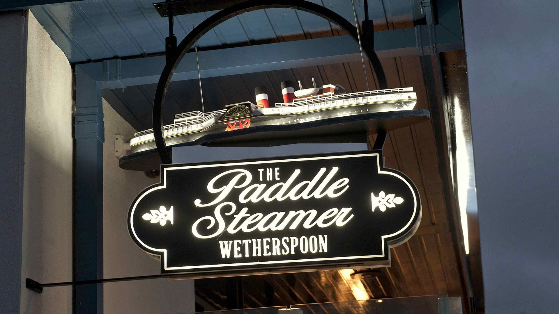 J D Wetherspoon The Paddle Steamer P/H, Largs